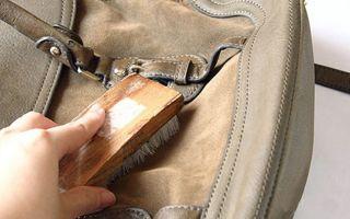 Можно ли постирать замшевую сумку: в домашних условиях