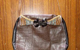 Сумка из старых кожаных сапог: клатч на молнии